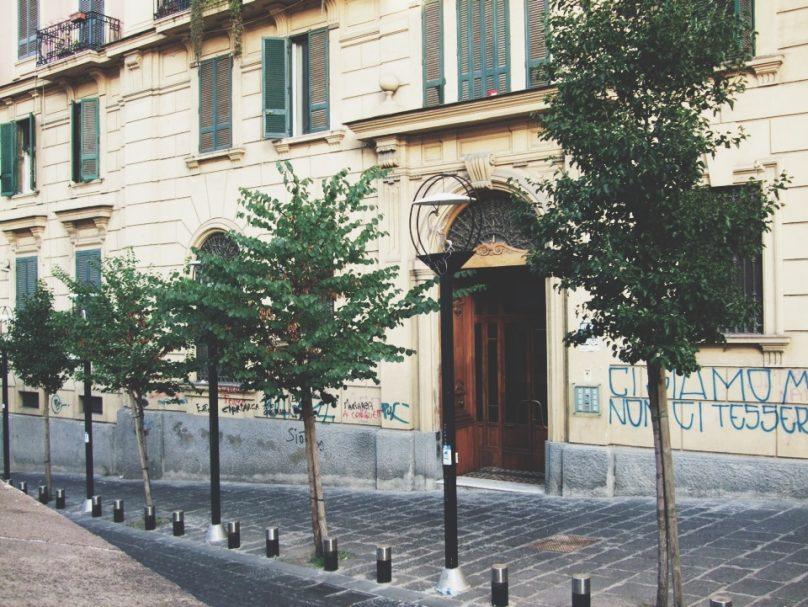 """Chi ha mai visto questo """"BACIO"""" a Napoli ?_luogolungo"""