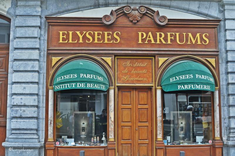 foto con raffigurato shop _ antica farmacia_ Biarritz