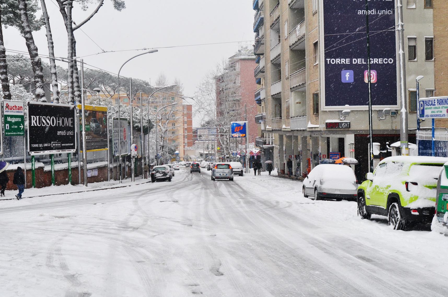 foto con raffigurato sotto la neve