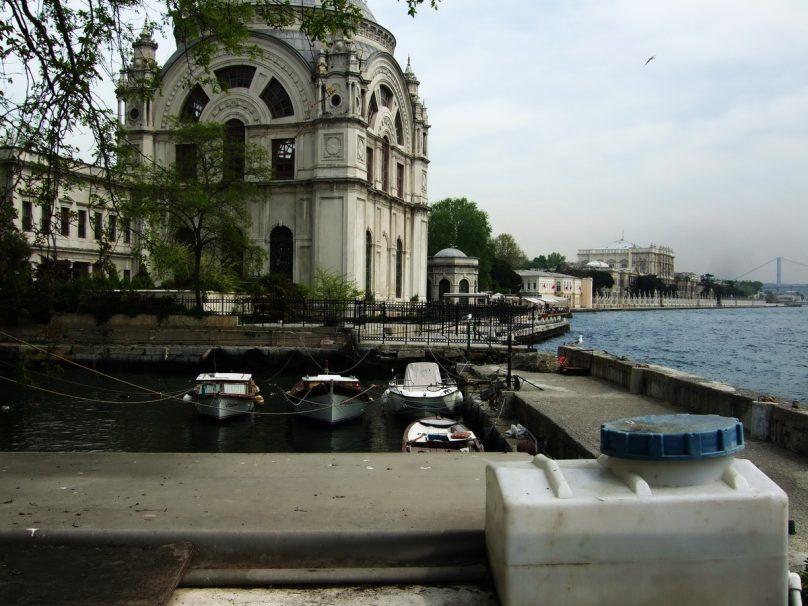 All'attracco dei traghetti, a Kabataş_luogolungo_1