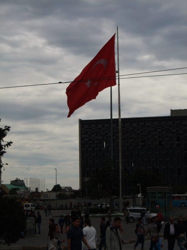 ISTANBUL_Piazza Takisim_luogolungo_1