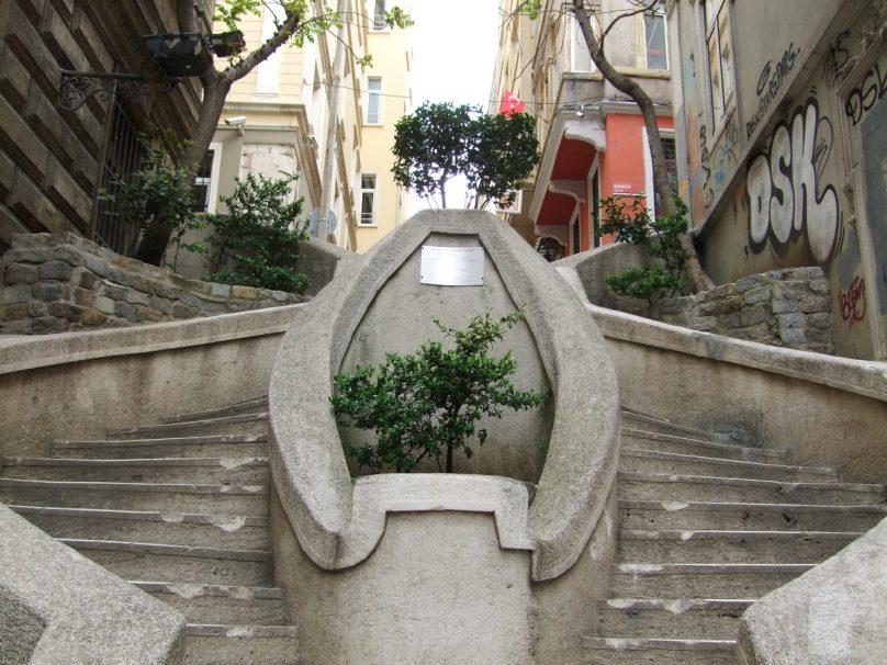 ISTANBUL_Scalinata di Camondo_luogolungo_2
