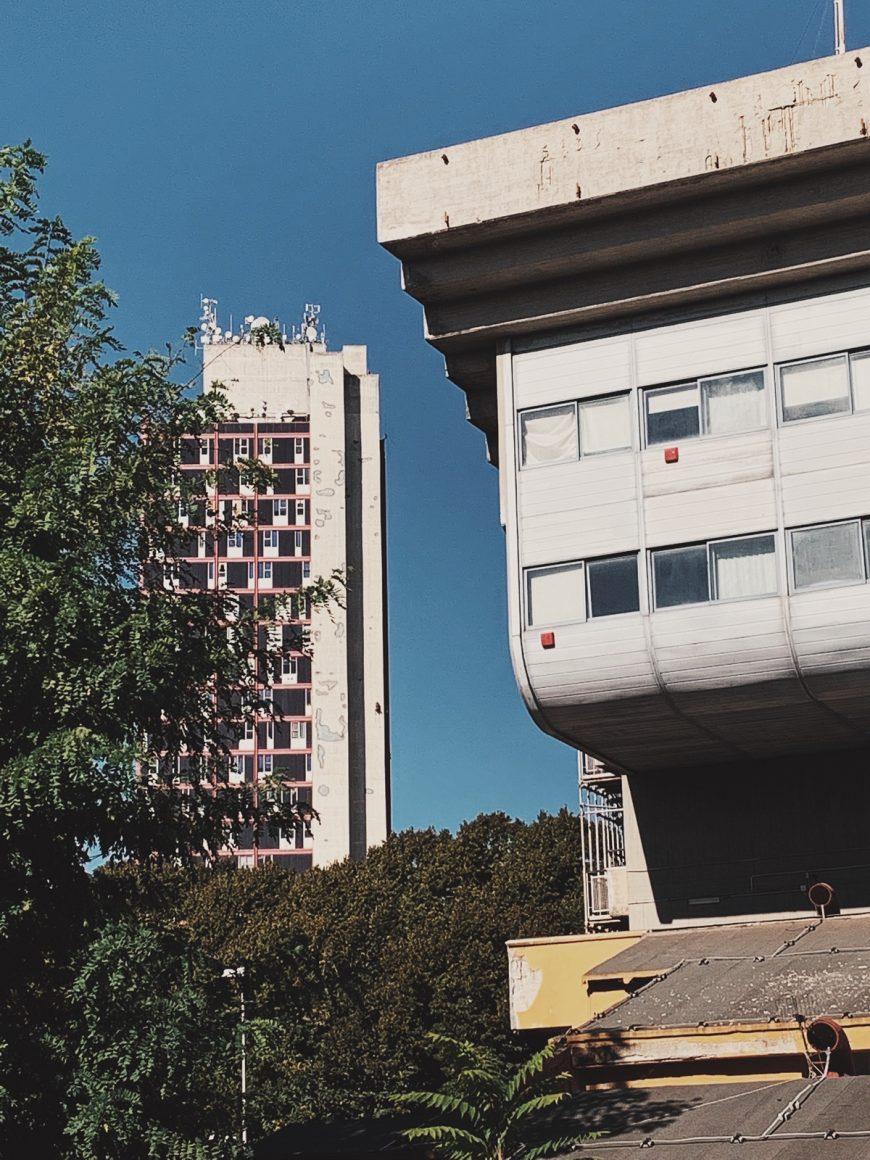 """A spasso nel complesso del Secondo Policlinico di Napoli scoprendo l'architettura """"Brutalista"""""""